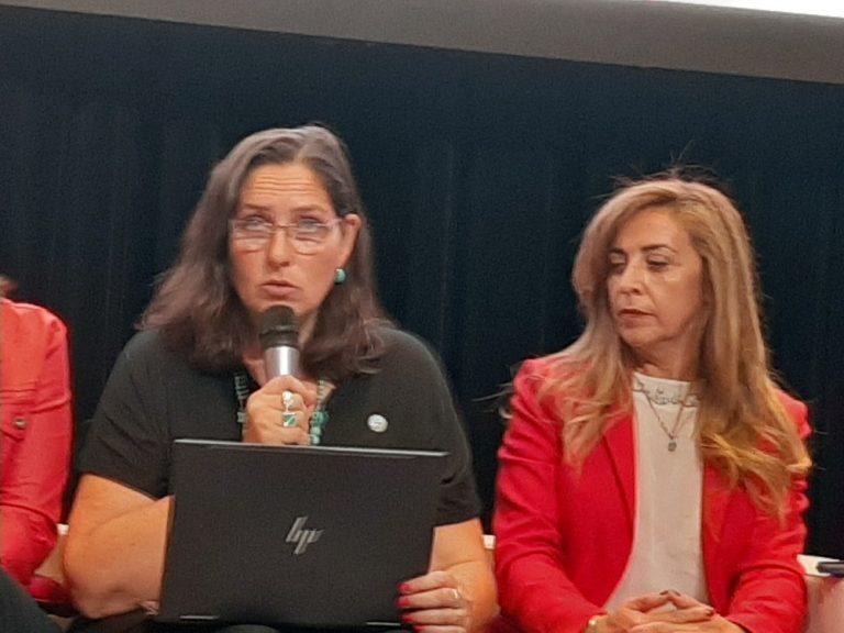 Silvana Naveda con Panelista