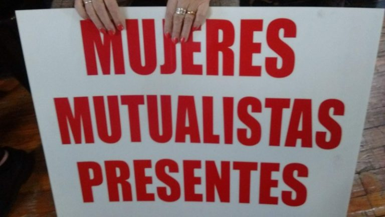 Cartel Mujeres presentes