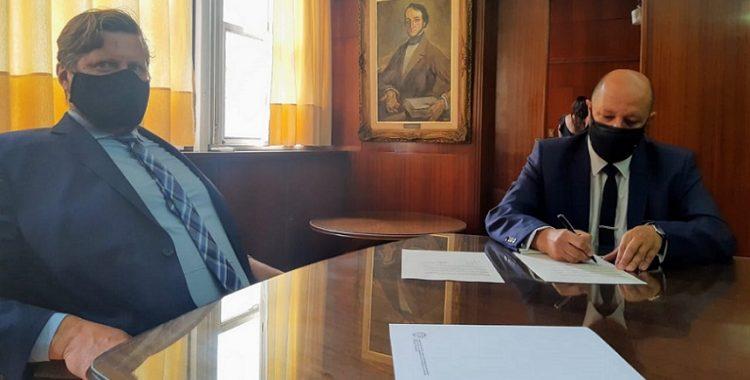 Firma Convenio Carlos Gaskin y Hernán Colli